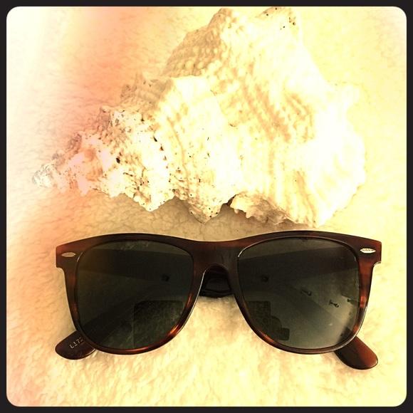 3f9648c831 Vintage Ray Ban Wayfarer II Sunglasses L1725. M 5a7d92c48290afcc7914ebad